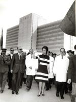 Imagen de la Reina Sofía cuando era princesa durante la inauguración del Hospital Infantil y la Escuela de Enfermería de La Fe Campanar en 1971