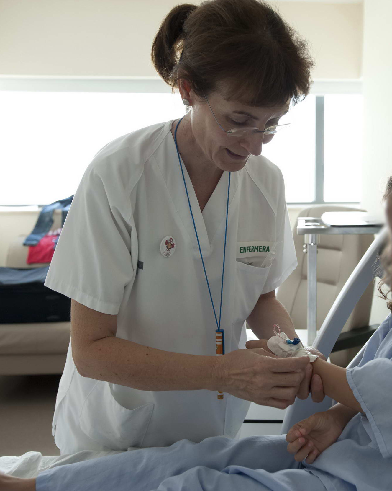 Enfermera en una sala de hospitalización de La Fe