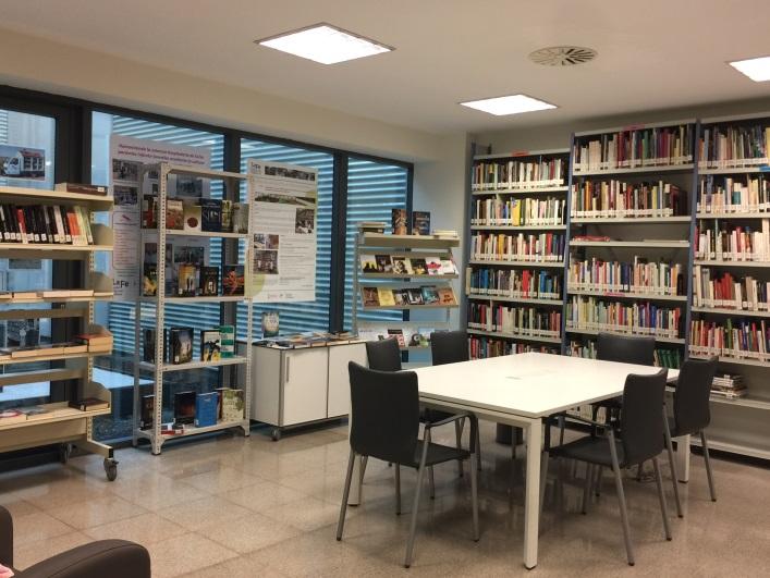 Sala de lectura Biblioteca de Usuarios La Fe